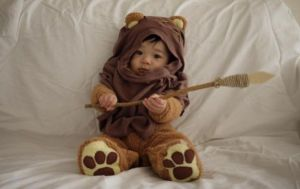 Yes, I know Ewoks aren't well liked by some of the fans. But come on, this costume seemed quite easy to make. Not sure if I'd want the kid holding a spear though.