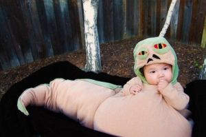 Now this Jabba is so adorable that you'd wouldn't want Leia to strangle him. This kid must have very creative parents.