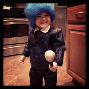 Now that's so adorable. You have to love this costume for God's sake, especially the blue hair.