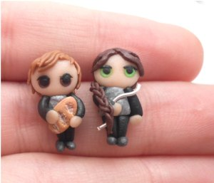 Now these are so cute. Just have to love Peeta carrying his little loaf of bread and Katniss with her little bow.