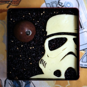 Now this consists of an Imperial Stormtrooper cheese, an apple Death Star, and a background of black beans. Of course, you won't hit anything with this lunch.