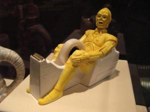 Now I know that C-3PO has nothing down there, genital wise. Nevertheless, this is one of the most vulgar scotch tape dispenser I've ever seen.