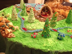 Now you have to admire how they used animal crackers and Swedish fish for the fauna. The ice cream cones make great trees, too.