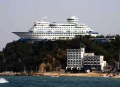 a-CRUISE-SHIP-HOTEL-640x468