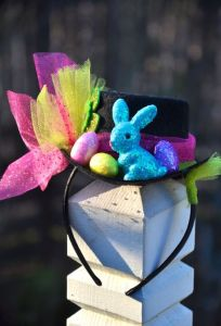 This one has a headband as well as a sparkly bunny and eggs. Still, love the bow.