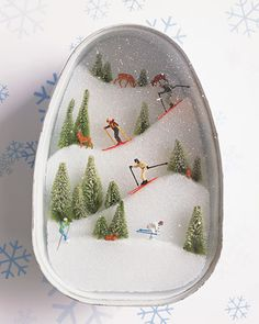 Yes, I know it's a winter egg. But I want to show how creative these egg diorama people could get.