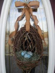 This looks quite simple and not as loud as some of the other decorations. Still, love the shade of blue on the eggs.