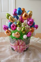 Yes, I know it's another Easter egg bouquet. But these eggs are shiny. Like the bow.
