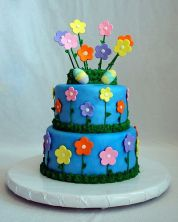 Now this might pass as a general spring cake if it weren't for the Easter eggs. Nevertheless, it's very lovely.