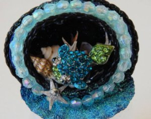 Now this has to be a craft project. The fish is probably a pin. Yet, I like the shells.