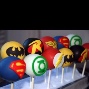 I also tend to include at least one cake pops treat as well. These consist of Superman, Batman, Green Lantern, Robin, Wonder Woman, and the Flash.