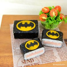 Okay, maybe I'm being a little stereotypical. But I couldn't resist showing off such sushi with the Batman sign.