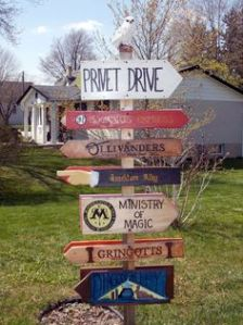 Shows the way to Privet Drive, Hogwarts Express, Ollivander's, Knockturn Alley, Ministry of Magic, Gringotts, and Diagon Alley. Nevertheless, love the signs if you ask me.