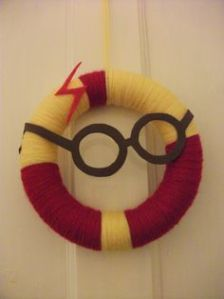 It's in the standard Gryffindor colors as well as consists of Harry's trademark glasses and lightning bolt scar. All in all, it's a fitting tribute.