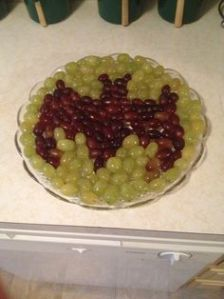 Because this tray mostly consists of grapes. Yet they're 2 different colors.