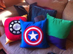 Consists of Iron Man, Captain America, Hulk, Hawkeye, and Black Widow. Love the colors on these.