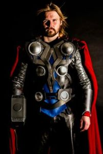 Almost resembles the Chris Hemsworth version in the films. Like the armor and hammer. Nice.