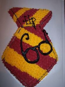 This one just has a Gryffindor tie, Harry's glasses, and HP lettering. Seems quite doable if you ask me.