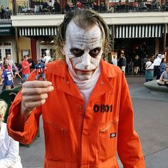 I guess this is a cosplay of Heath Ledger's Joker. Let's just say he's a nightmare for correctional staff.