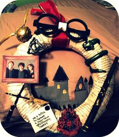 Now this seems like a definitive Harry Potter wreath. They even have the taped glasses and Hogwarts on it.