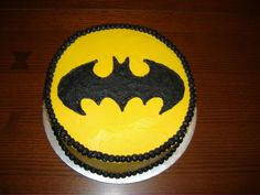 Out of all the Batman cakes shown so far, this one seems the most doable. But it's still rather well made.