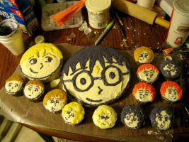 Many of these depict the characters. Yet, I don't understand why the largest two have to be of Harry and Draco Malfoy. Guess this is for a baby party. In that case, the larger Draco cake makes sense.