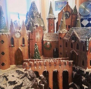 Yes, it's yet another gingerbread Hogwarts. But this one is surely spectacular like you can't believe.
