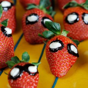 These are basically strawberries with Spider Man icing eyes on them. Seem rather simple to make.