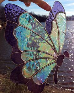 Like how this butterfly looks like when you show it on the water on a sunny day. So pretty.