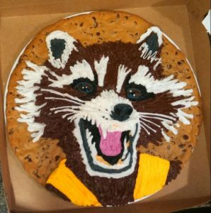 Yes, that's a raccoon on a cake. If this wasn't an icing one though, you'd be in trouble.