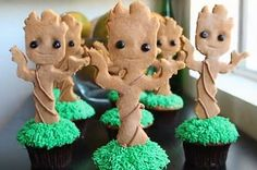 Of course, these use cupcakes for the pot and cookie for Groot. Nevertheless, they're adorable.