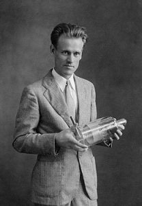 In America, a man like Philo Farnsworth should be a household name since he was the inventor of television which has changed the world significantly. However, he's not as well known as he should be. Also appeared on TV once in his life in 1957 for a CBS quiz show I've Got a Secret.