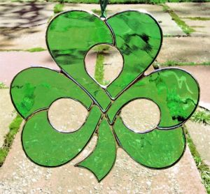 Yes, this is a shamrock suncatcher. And I'm sure they sell these for Saint Patrick's Day.
