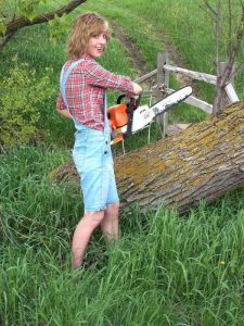 Don't worry, she's just using a chainsaw to cut logs. You know like yard work. She's not going to kill anyone with it.