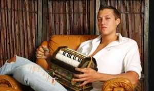 And they said that accordion players have a hard time getting dates. Organ grinders aren't much better to pose with. Since they've fallen out of regular use for decades.