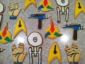 These include a phaser, Starfleet insignia, Klingon insignia, the Enterprise, and the Vulcan salute. But they all seem well decorated.