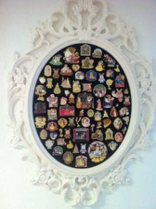 Such as in a frame like this. Nevertheless, that's a lot of Disney pins. Never seen so many in my life.