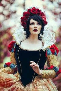 Well, this is a very dress. I think this look was inspired by the 1500s. Love the ruff and the rose crown.