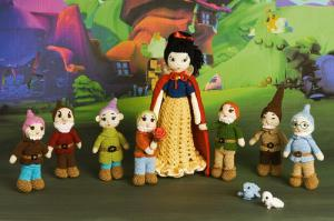 Yes, I had amigurumi dwarves before in this post. However, these are smaller and include Snow White.