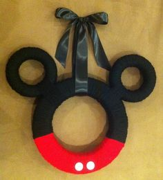 I had to put at least one Mickey Mouse wreath some where. Otherwise, I'm sure viewers would complain about it.