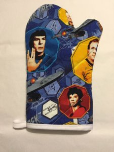 Well, at least this looks more like standard oven mitt than the one in the last post. This one just has Star Trek characters on it.