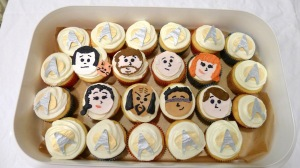 Well, TNG wasn't the best Star Trek series. But these cupcaeks are so cute. Like Data with his cat.