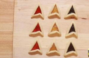 Guess they have 3 different fillings like strawberry, lemon, and blueberry. And are all shaped like Starfleet insignia.