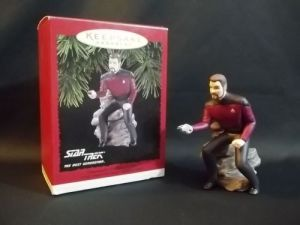 Don't know about you but this looks as if Riker is seems like he's squatting down and about to take a shit. Yeah, I know it's hilarious.