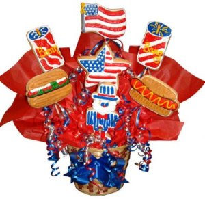 Includes a flag, a flag star, hotdog, hamburger, fireworks, and Uncle Sam. In all, it's an all-American dessert platter.