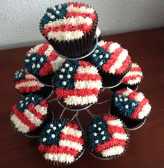 Yes, these are cupcakes of the stars and stripes itself. And I certainly couldn't do a better job decorating them then its bakery.
