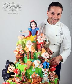 I'm sure this guy is proud of the cake he made. Even has the Wicked Queen in her old hag disguise.