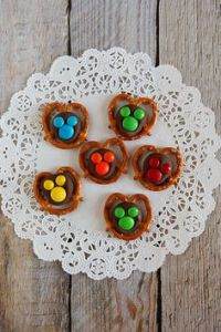 Like any pretzel bites, these are quite easy to make. Except you have to use different sized M&M's.