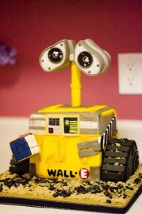 Because WALL-E is such a cute, expressive, and sweet robot that brings you to tears. This cake is so adorable.