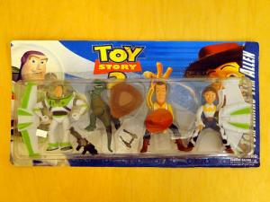 There are so many things wrong with this set. Woody's face doesn't look so good and he has the wrong cowboy hat. Jessie has space wings. And there are even weapons accessories. Seriously?